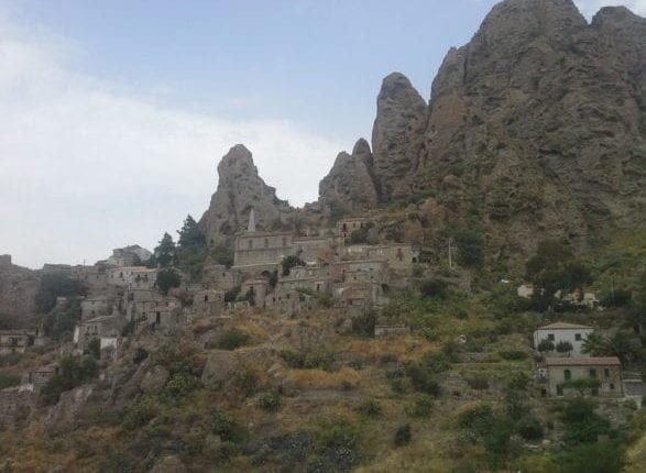 Pentedattilo: the ghost town in Italy